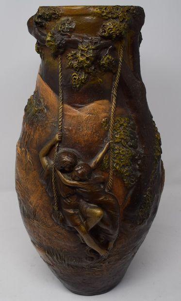 Georges TRINQUE  Vase en terre cuite patinée....