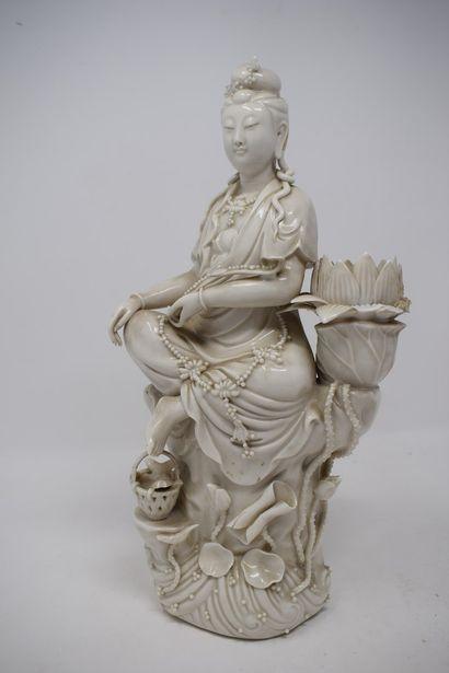CHINE - Début XXème siècle.  Statuette en...