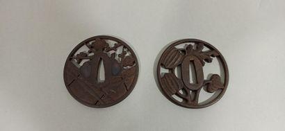 JAPON - Epoque EDO (1603 - 1868)  Deux tsuba:...