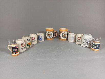 Lot de 11 chopes à bières miniatures dont...