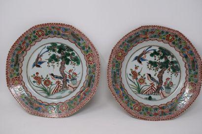Chine XXème  Paire d'assiettes en porcelaine...