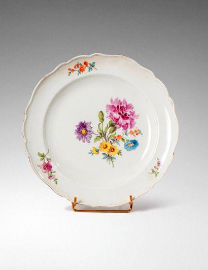 MEISSEN, XVIIIème siècle  Assiette en porcelaine...
