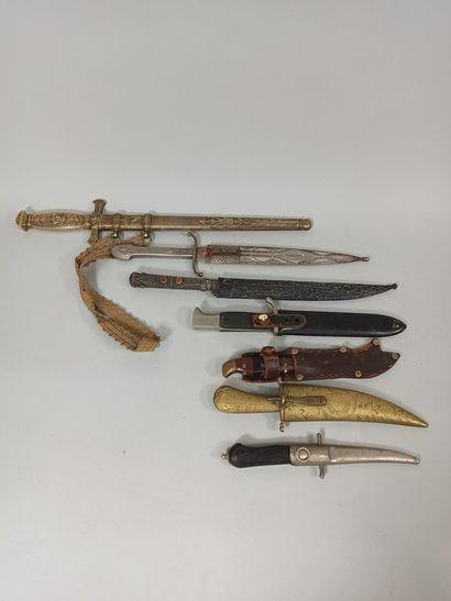 Lot de 7 poignard divers de style européen...