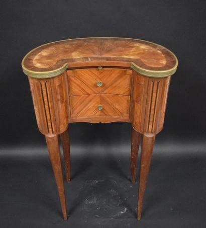 Table rognon en bois de placage ouvrant à...