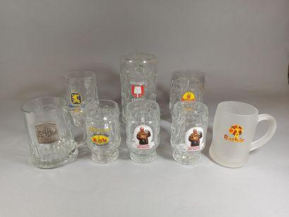 Lot de 8 chopes à bière publicitaires en...