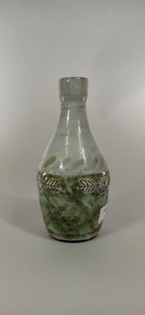 DERVAL Jean (1925 - 2010)  Vase à décor de...
