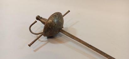 """Epée d'arme dite """"à la Taza""""  Fusée filigranée renforcée par quatre brins verticaux...."""