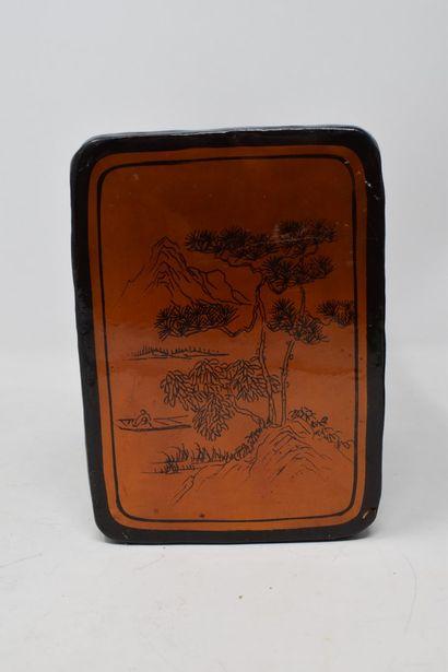 JAPON, XXème siècle  Repose nuque en cuir...
