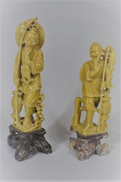 CHINE - Vers 1900  Deux statuettes en stéatite...