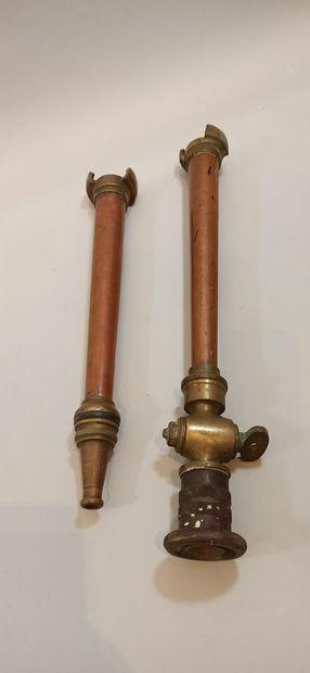 Lot de deux lances à incendie en bronze