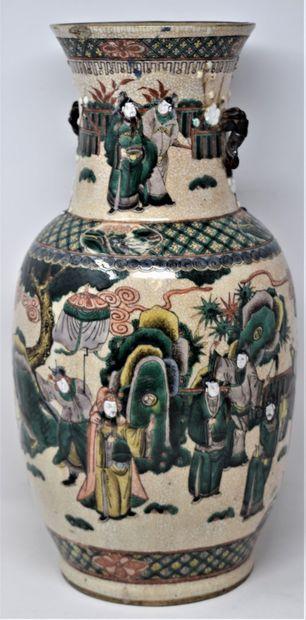 CHINE, Nankin - XIXeme siècle  Vase en grès...