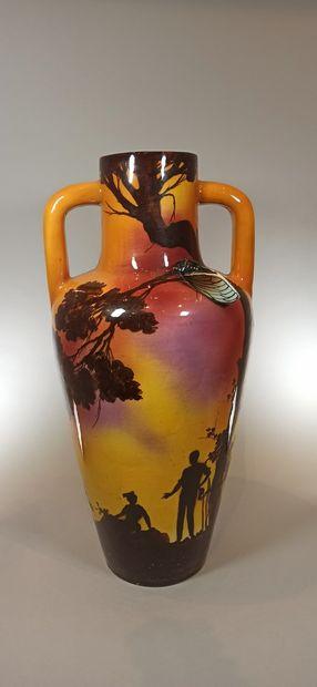 SAINT JEAN DU DESERT  Grand vase à deux anses...