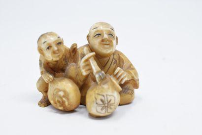 JAPON - XXème siècle  Netsuke en ivoire homme...