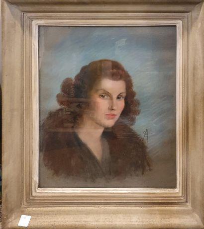 ECOLE MODERNE  Portrait de femme  Pastel,...
