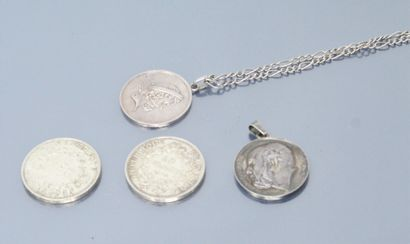 Lot de pièces et médailles en argent comprenant:...