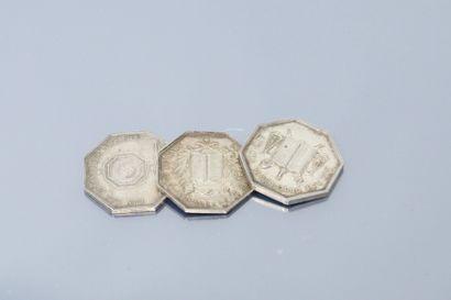Trois jetons octogonaux en argent des Notaires...