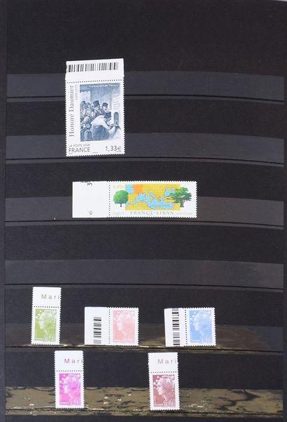 Stock de France neuf luxe en 3 classeurs et un carnet. Très très forte cote et très...