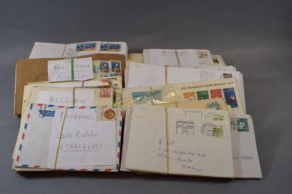 Un carton de courriers période semi-moderne,...
