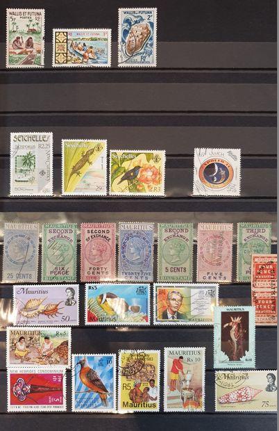 Une accumulation en 10 volumes : France, pays étrangers et divers. Quelques timbres...