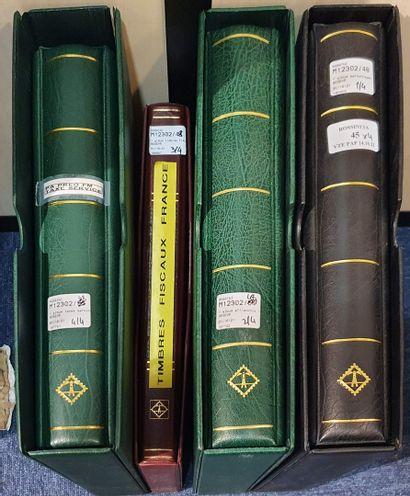 Trois volumes de france :  - personnages et vignettes LISA  - timbres personnalisés...
