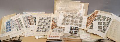 Quatre dossiers cartonnés, 1960 à 2005 par...