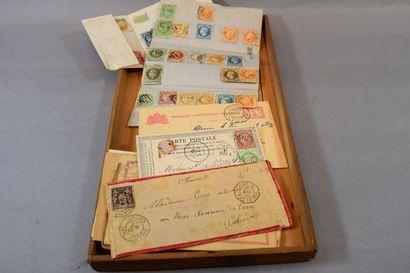 Une boite en bois : timbres et lettres classiques,...