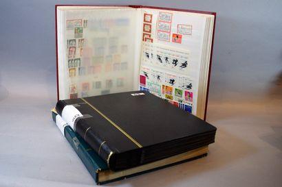 Vrac en 8 volumes, timbres du monde entier, à étudier.