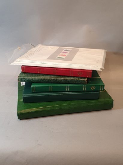 5 albums + 2 pochettes timbres Canada 19...