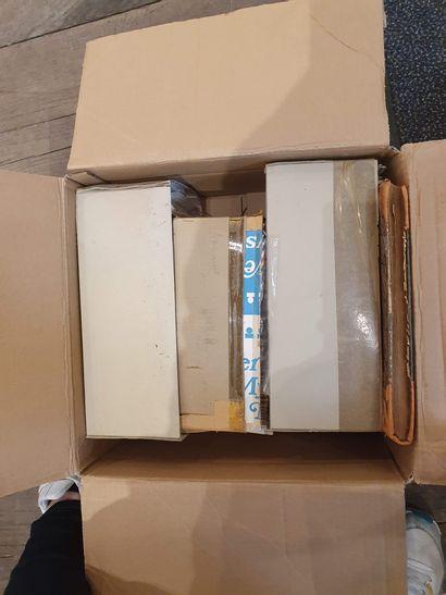 Un sac 1er jour, flammes + divers On y joint deux cartons