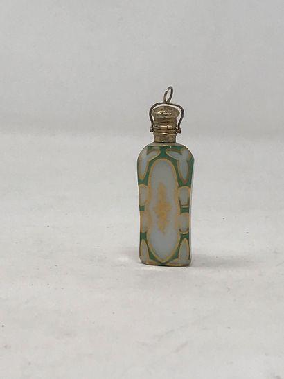 Flacon à sels pendentif en opaline overlay...