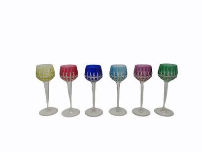 SAINT LOUIS suite de six verres à vin d'Alsace...