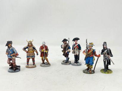 Divers modernes en étain : Figurines des...