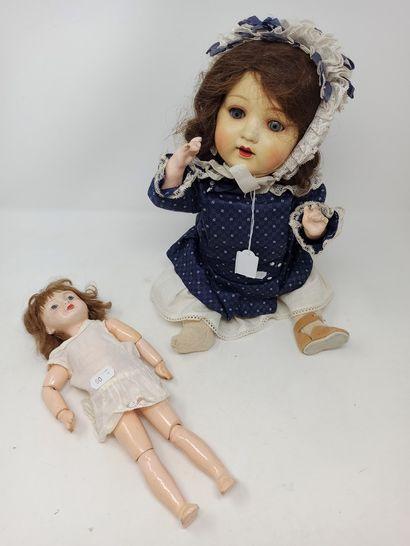 Deux poupées, tête carton, dont baigneur...