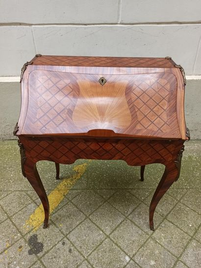 Secrétaire de style Louis XV, en bois de...