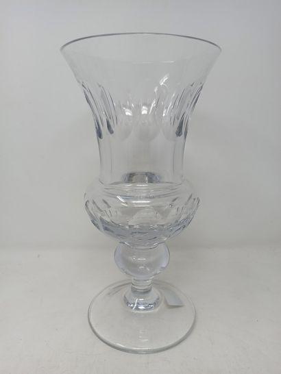 CRISTAL DU BARROIS vase en cristal taillé...