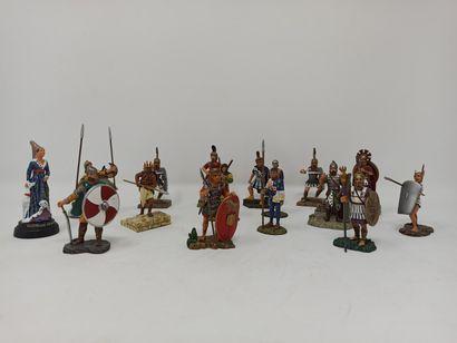 Lot de figurines contemporaines de l'Antiquité...