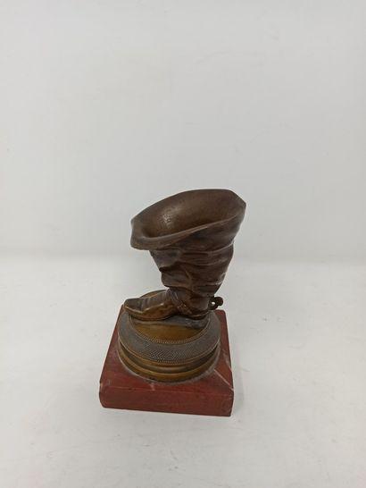 Pyrogène de salon en bronze figurant une...