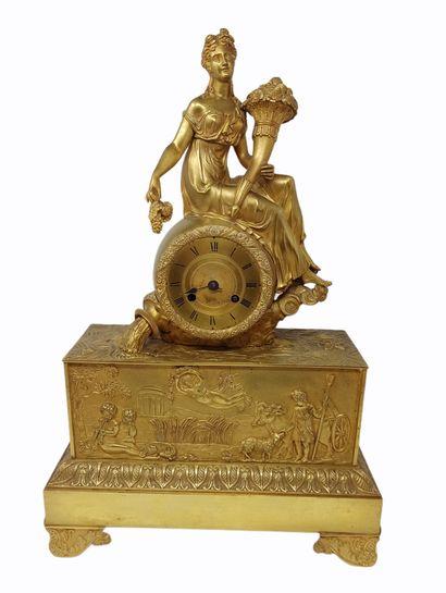 Pendule à l'Abondance  en bronze doré formée...