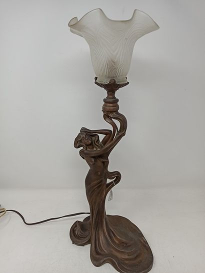 Pied de lampe Art Nouveau en régule figurant...