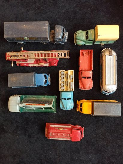 Ensemble de véhicules 1/43ème : Camions divers...