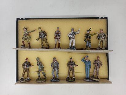 Divers modernes : Soldats et figurines de...