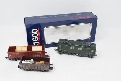 ELECTROTREN « HO »: Motrice BB 1603 SNCF, verte, réf. 3708. Nous y joignons 2 wagons...