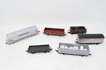 Lot de voitures et wagons divers comprenant...