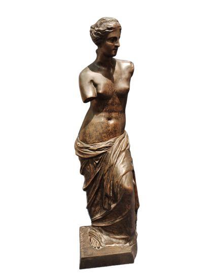 VENUS DE MILO  Epreuve en bronze à patine...