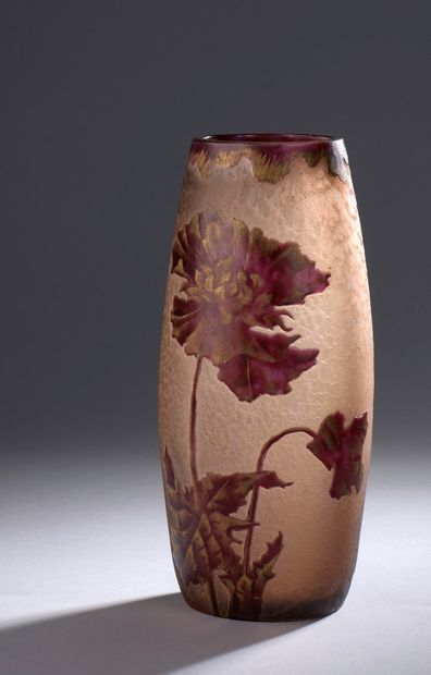 MONTJOYE (attribué à)  Vase ovoïde en verre...