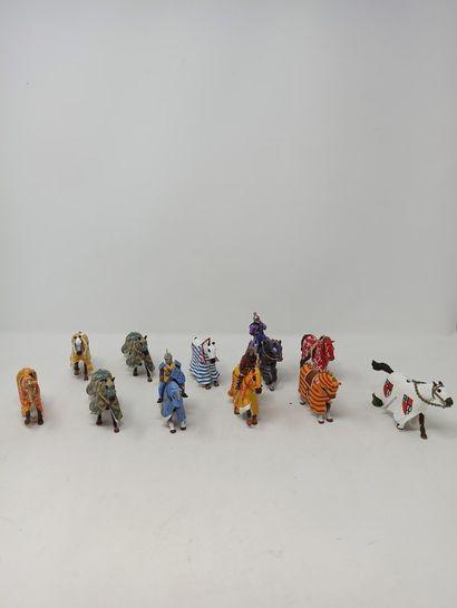 Figurines modernes avec Chevaliers de Tournois...
