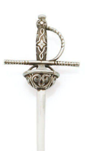 Epingle en argent figurant une épée, la coquille...