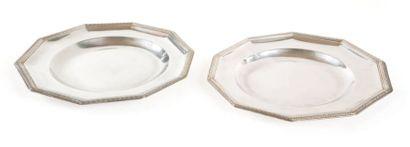 Deux assiettes décagonales, formant paire...