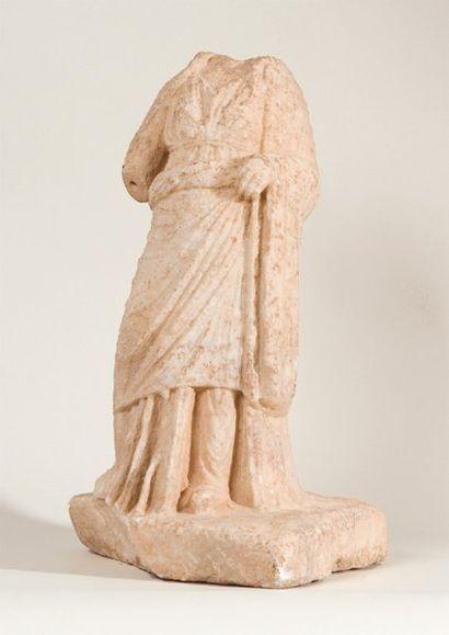 Statuette acéphale représentant une femme...