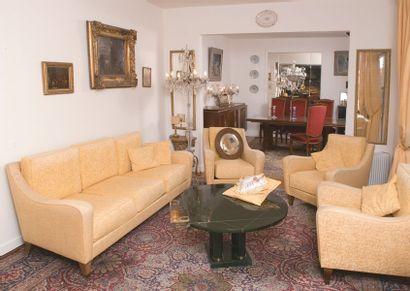 Ensemble de salon comprenant trois fauteuils...